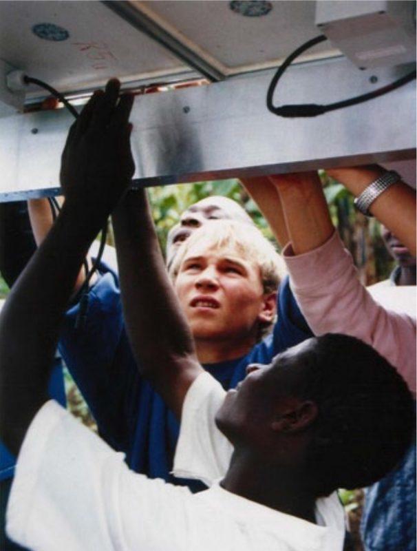 Blankeneser Schüler halfen beim Aufbau einer Stromversorgung für eine Schule in Tansania