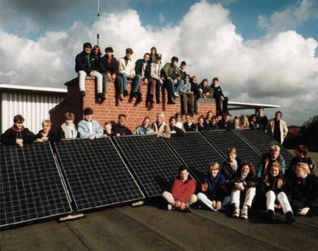 Die erste Photovoltaik-Anlage nach der Fertigstellung 1996